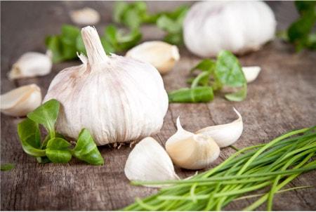 garlic bulbs on table